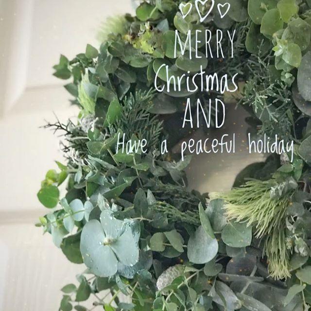 南半球というのもあってか?クリスマススピリットが不在(笑) けれどもHaluさんのところでユーカリの生リースを作ってきました。ホールはユーカリの良い匂い〜。このリースのように静かな色合いのクリスマスでいいなと思う今日この頃。これが届いた方にもPeaceful なクリスマスが訪れますように。Yumi (Instagram)