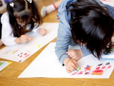 Children who draw pictures happily